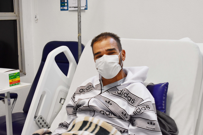 Dez dias após transplante de rim, paciente da Santa Casa recebe alta e comemora vida nova